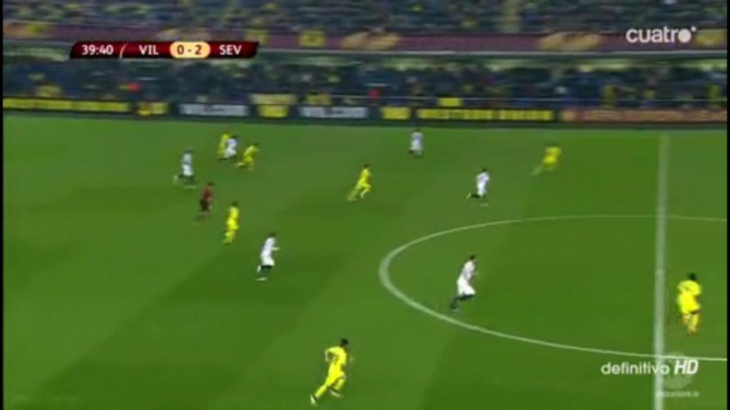 Andersherum klappt das schon besser – aus dieser Situation entsteht ein Lattenschuss von Vidal, der fast für das 0:3 schon in der ersten Halbzeit gesorgt hätte.