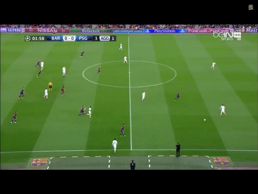 Mascherano gibt den Befehl zum herausrücken und organisiert die Abseitsfalle, welche unter Enrique generell wieder aggressiver gespielt wird.